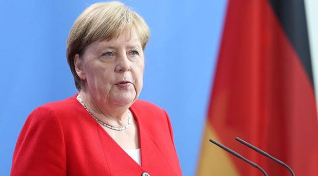 Merkel'den tarihi itiraf!
