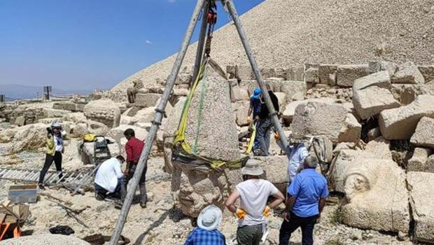 Nemrut'ta devrilme tehlikesi olan heykel düzeltildi