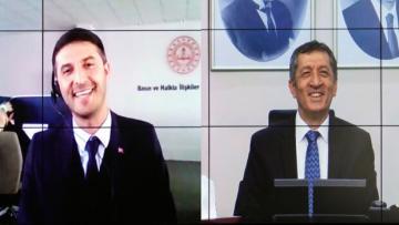 Bakan Ziya Selçuk, MEB çalışanı adaşı ile görüştü