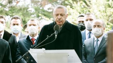 Erdoğan, Özal'ın kabrinde Kuran okudu