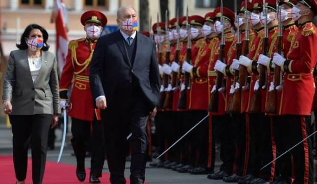 Ermenistan Cumhurbaşkanı şeref defterine Ağrı Dağı'nı çizdi