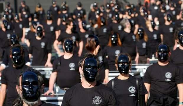 İtalya'da kısıtlamalar böyle protesto edildi