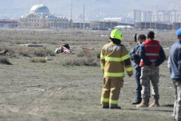 Gösteri uçağı düştü bir şehit