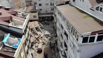 Zeytinburnu'nda 5 katlı bina çöktü